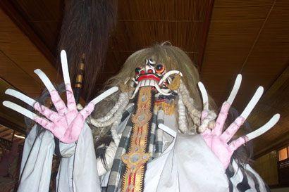 Rangda adalah ratu dari para leak dalam mitologi Bali